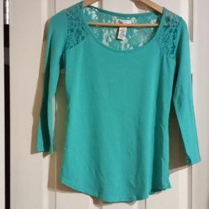 SO 3/4 sleeve lace back sz S Long (910)